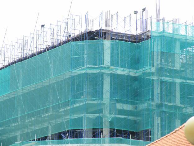 Lưới công trình dễ dàng lắp đặt ở mọi độ cao